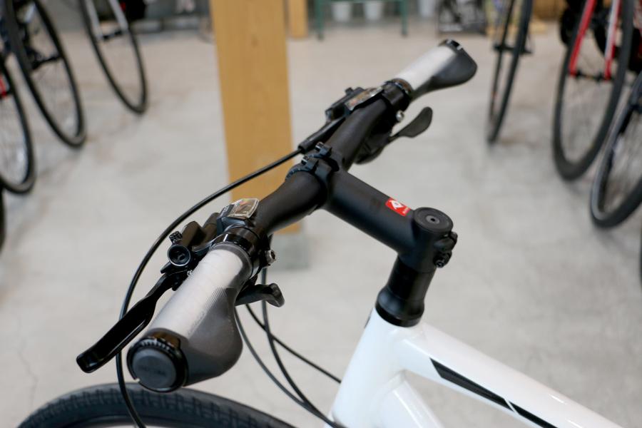 クロスバイクのハンドル形状